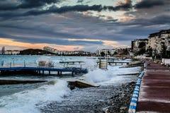 在风暴以后的日落在马尔马拉海土耳其 库存照片
