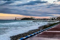 在风暴以后的日落在马尔马拉海土耳其 库存图片