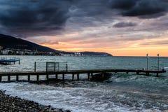 在风暴以后的日落在马尔马拉海土耳其 免版税图库摄影