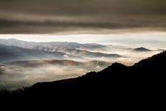 在风暴前的为时太阳光芒 免版税图库摄影