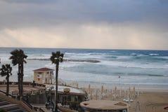 在风暴前的沿海 库存照片