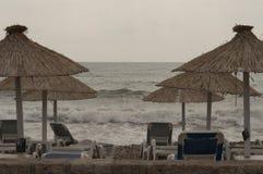 在风暴期间的沙漠海滩 库存照片