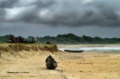 在风暴的海滩云彩 库存照片