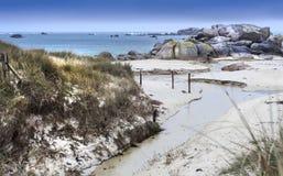 在风暴的狂放的海岸线在有小春天的法国 库存照片