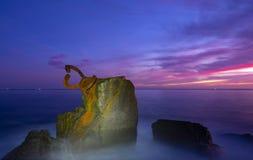 在风派内县del比恩托山脉的梳子的黎明在西班牙雕塑的在圣・萨巴斯蒂安 图库摄影