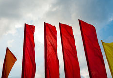 在风的旗子在蓝天背景 库存照片