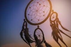 在风的梦想俘获器与美好的日落 图库摄影