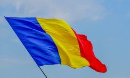 在风的罗马尼亚五颜六色的旗子 库存图片