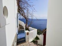 在风神海岛,西西里岛,意大利的街道上的地中海建筑学 免版税库存图片