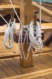 在风船的被栓的绳索 免版税库存图片