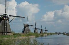 在风车的独特的全景在小孩堤防,荷兰 库存照片