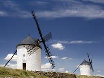在风车的consuegra 免版税库存图片