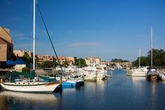 在风雨棚小海湾运河的小船 免版税库存图片
