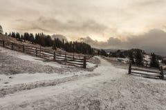 在风暴前的斯诺伊山 库存图片