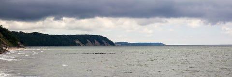 在风暴前的波罗的海 免版税库存图片