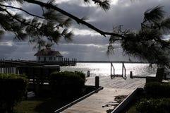 在风暴前的街市Manteo 库存照片