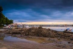 在风暴前的镇静港口 库存图片