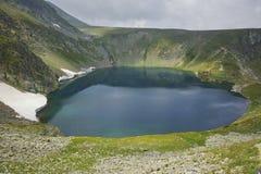 在风暴前的Eye湖,七个Rila湖 免版税库存照片
