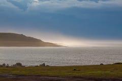 在风暴以后的北海海岸 免版税库存照片