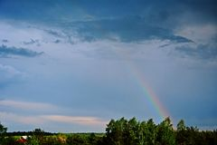 在风暴以后的彩虹 库存照片