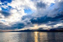 在风暴以后的日落天空 库存图片