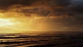 在风暴以后的日落 免版税库存图片