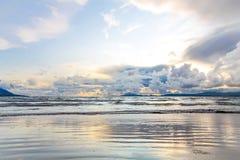 在风暴以后的海滩 免版税库存图片