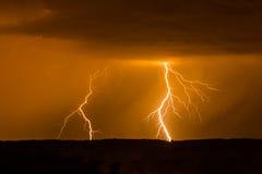 在风暴期间的双重闪电 库存图片