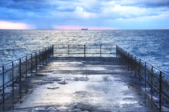 在风暴期间的地中海码头 图库摄影