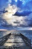 在风暴期间的地中海码头 免版税图库摄影