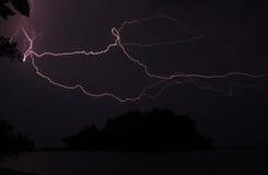 在风暴期间的海岛剪影 免版税库存图片