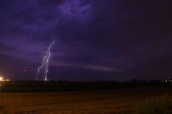 在风暴期间的闪电 免版税库存图片