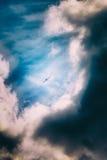 在风暴的飞机 免版税库存图片