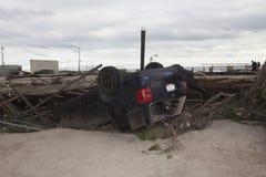 在飓风桑迪以后的失败的汽车在10月 图库摄影