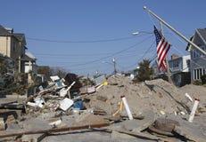 在飓风桑迪后的被毁坏的海滨别墅在远的Rockaway, NY 免版税库存照片