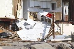 在飓风桑迪后的被毁坏的海滨别墅在远的Rockaway, NY 库存照片