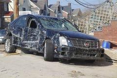 在飓风桑迪后的被破坏的汽车在远的Rockaway, NY 库存图片