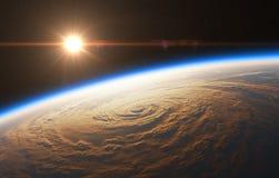 在飓风背景的美好的日出  免版税图库摄影