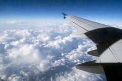在飞机上的天空和云彩视图 图库摄影
