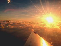 在飞机上的日落 免版税库存照片