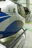 在飞机棚停放的豪华私有直升机 库存照片