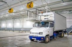 在飞机棚车库的专用卡车在维护 免版税库存照片