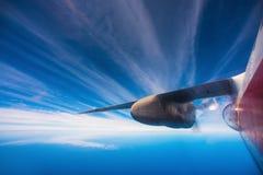 在飞机飞行地产海景视窗之上 库存图片