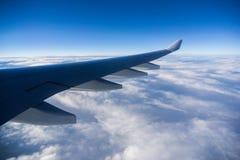 在飞机飞行地产海景视窗之上 图库摄影