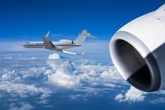 在飞行中两架喷气机 库存图片