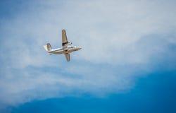 在飞行中乘客飞机 库存图片
