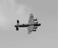 在飞行中兰卡斯特轰炸机 免版税库存图片
