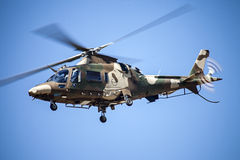在飞行中南非空军队17分谴舰队阿古斯塔直升机 库存照片
