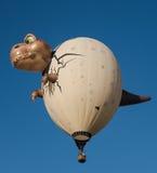 在飞行中恐龙气球 库存照片