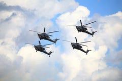 在飞行中战斗直升机 库存照片